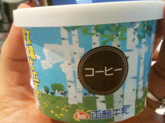 牧場仕立てのアイスクリーム(コーヒー) 函館牛乳