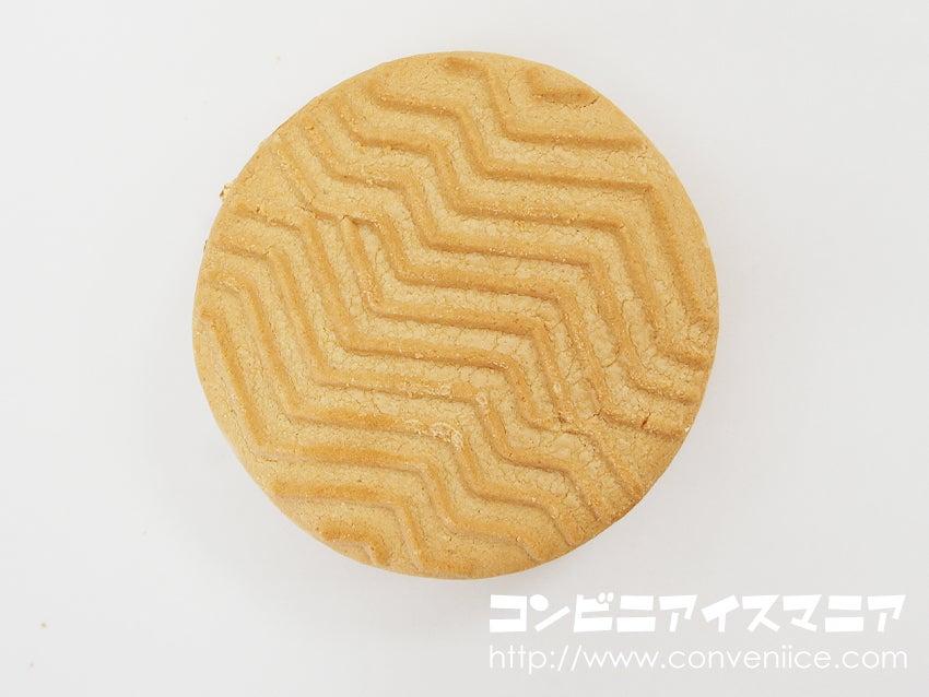 セブンプレミアム バターが贅沢に香るクッキーサンド 塩キャラメル味