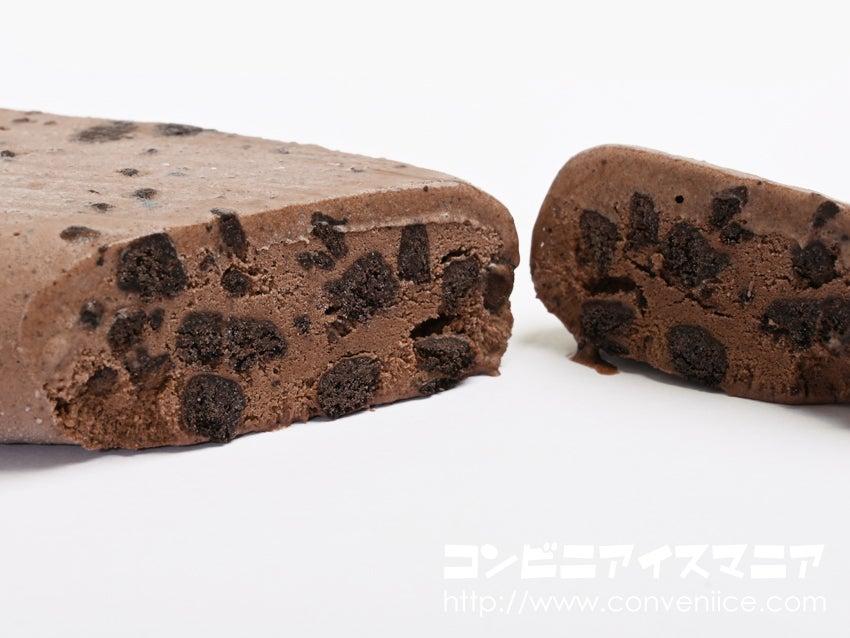 赤城乳業 黒くておおすぎ~。やりすぎクッキーダークチョコアイスバー