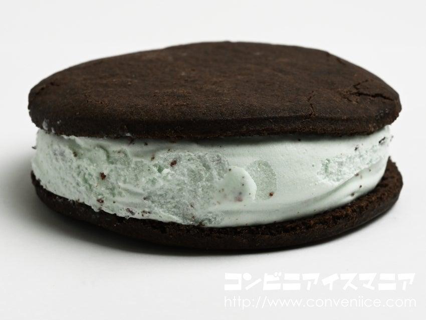グリコ ぎっしり満足!チョコミントクッキーサンド